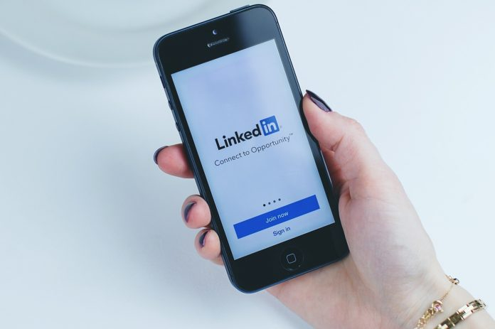 LinkedIn-sur-un-iPhone
